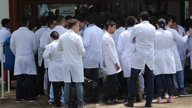 """Associação Médica Brasileira cita """"retaliação"""" cubana. Entenda"""