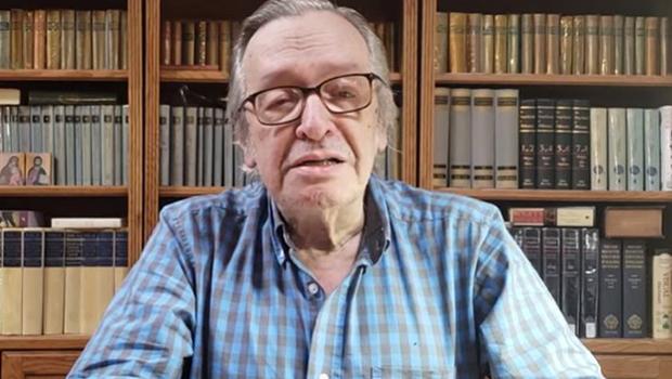 """""""Militares, em 1964, não assumiram o poder para derrotar os comunistas"""", diz Olavo de Carvalho"""