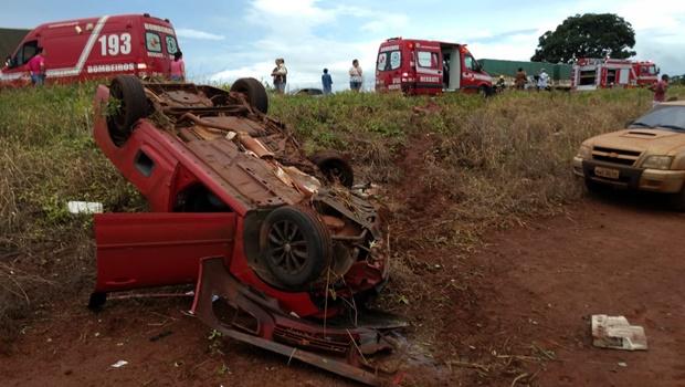 Colisão frontal entre duas caminhonetes deixa vítimas fatais na BR-452