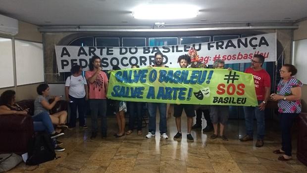 Servidores do Basileu França ocupam prédio da Sefaz em Goiânia
