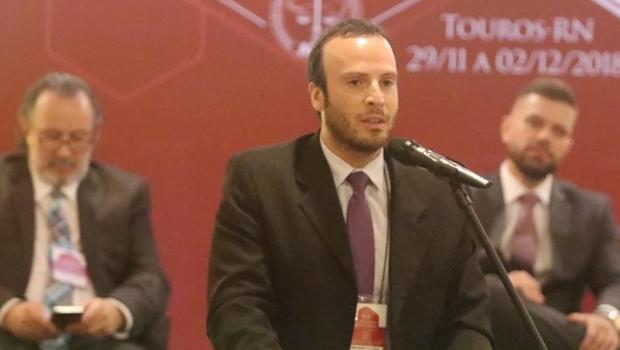 Eleito, delegado Adriano Sousa assume presidência do Sindepol