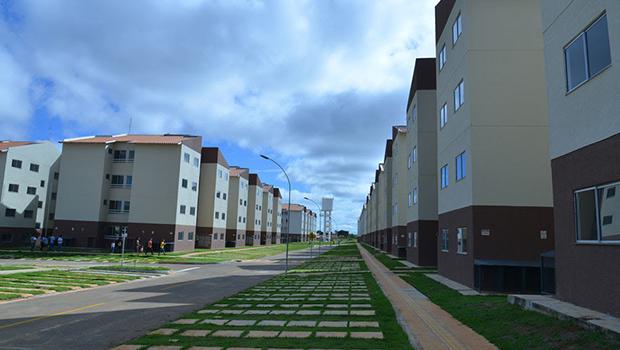 Famílias recebem chaves dos apartamentos do Residencial Buriti Sereno em Aparecida
