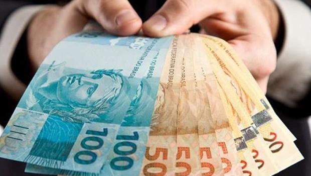 13º começa a ser pago: use com moderação, alerta educador financeiro