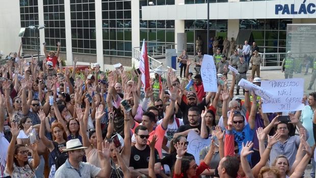 Sem proposta, profissionais da educação devem deflagrar greve em Goiás