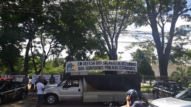 Sindicatos se reúnem com governo para negociação da folha em atraso