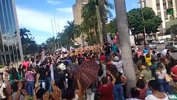 Pedindo por greve, servidores esperam por mais um posicionamento do governo