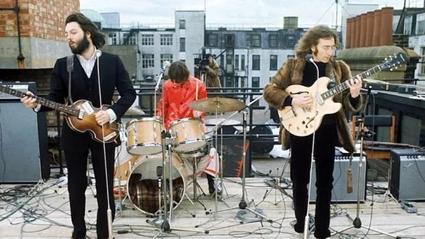 Peter Jackson vai dirigir novo documentário sobre os Beatles