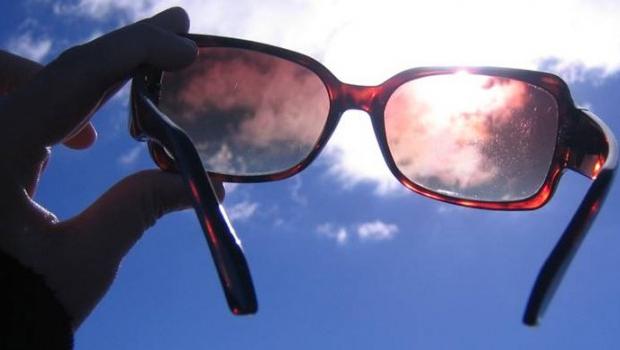 1699953aa Usar óculos de sol falsificado pode causar doenças, alerta oftalmologista