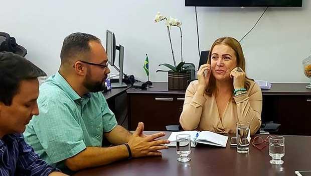 Virmondes leva diretores de escolas à secretaria para garantir salários da Educação