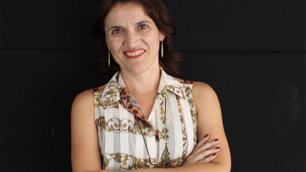 """Escritora Cinthya Amaral Santos lança em Goiânia o romance """"Mar de Fevereiro"""""""