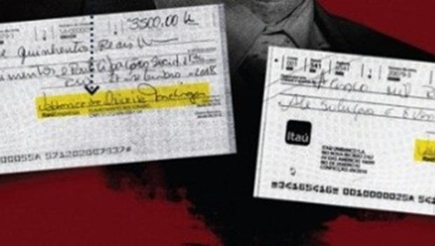 Funcionária de Flávio Bolsonaro, irmã de milicianos presos, assinava cheques de campanha em seu nome