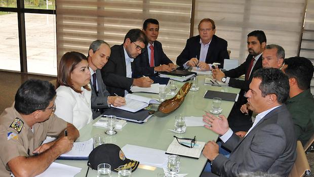 Carlesse reúne secretariado e define medidas para atacar os problemas da Saúde