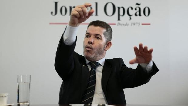 Bivar derrota Bolsonaro e mantém Delegado Waldir na liderança do PSL