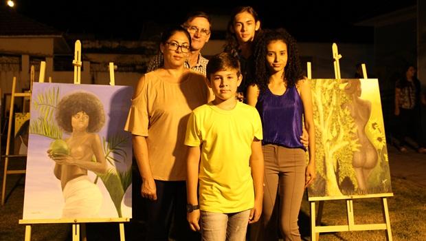 Novos talentos da pintura apresentam suas obras em Trindade