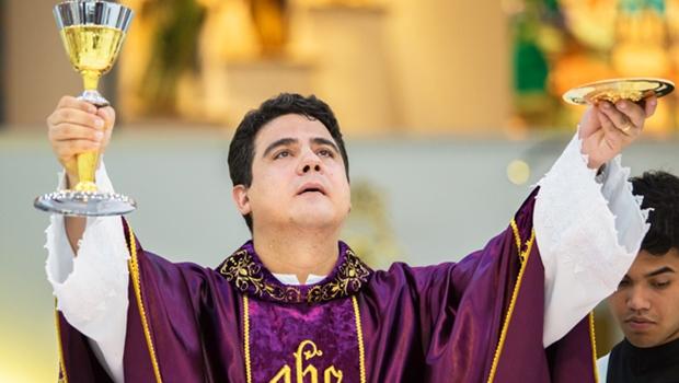Padre Robson garante que não apoia candidato em Trindade