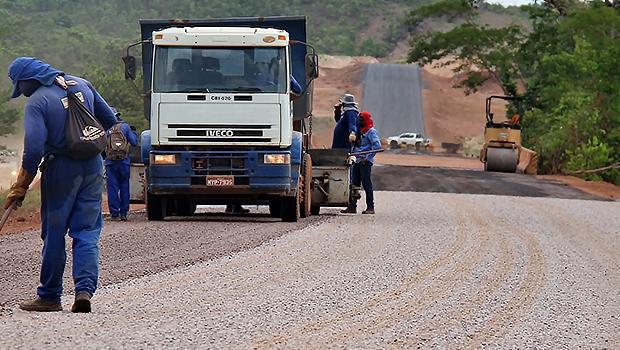 Governo autoriza pavimentação da TO-141 entre Palmeirópolis e divisa com Goiás
