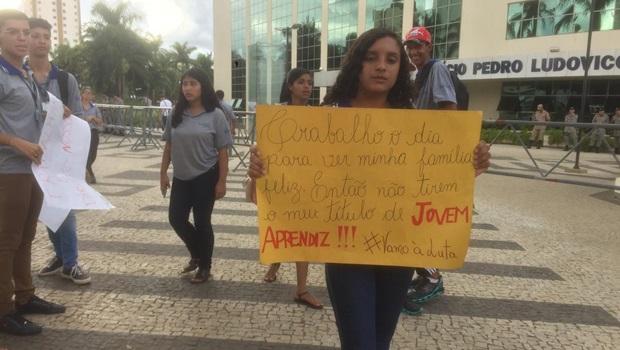 Contratos do Jovem Cidadão continuam por mais 90 dias, determina justiça