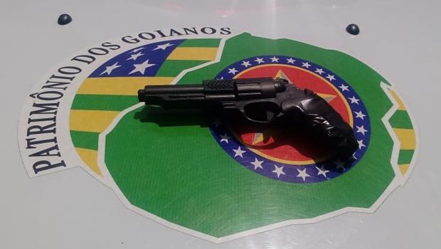 Jovem é apreendido após anunciar atentado em escola, em Goiás