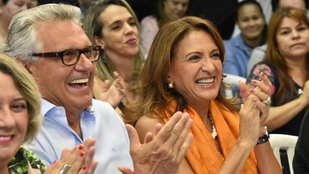 Ao lado da primeira-dama, Caiado participa da gravação do hino de Goiás que será reproduzido nas escolas