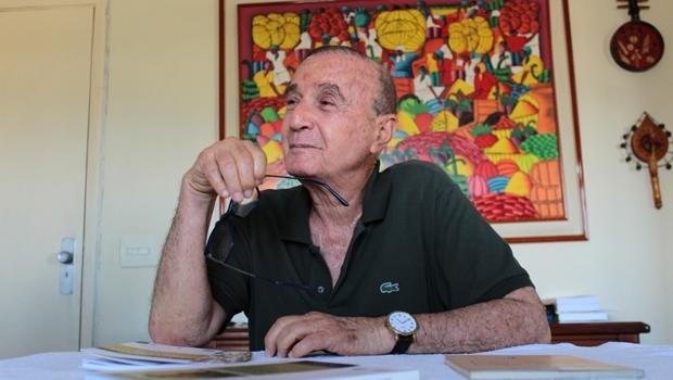 Tradutor da poesia completa de García Lorca e maior dicionarista do Brasil encerra sua carreira