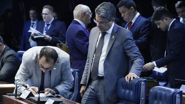 Após arquivamento, senadores conseguem assinaturas para criação da CPI da 'Lava Toga'