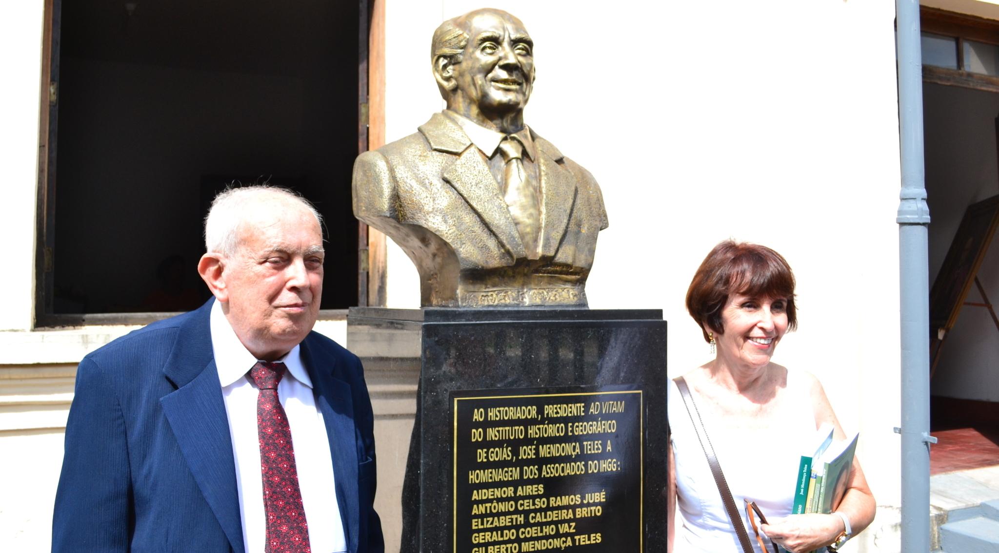 Gilberto Mendonça Teles, poeta e crítico literário, está internado numa UTI