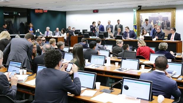 Parecer a favor da reforma da Previdência é aprovado na CCJ