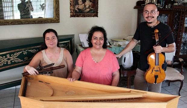 Membros do Uccelli executam Música Medieval em Goiânia
