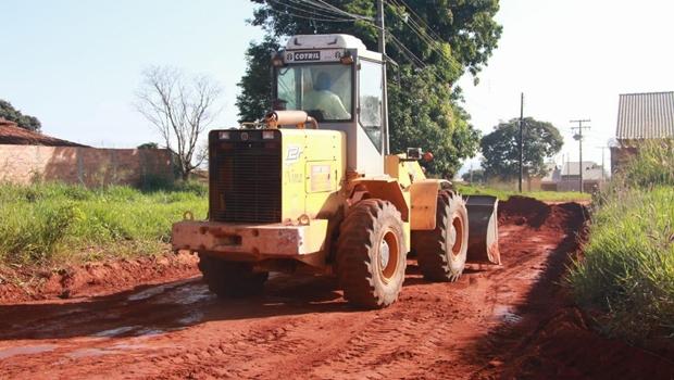Mais um bairro de Trindade recebe asfalto