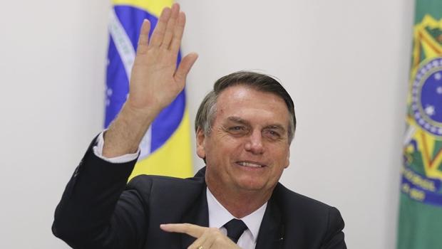 """No exterior, Bolsonaro se refere a estudantes em protesto: """"Uns idiotas úteis, imbecis"""""""