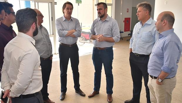 Disputas políticas à parte, Gustavo Mendanha recebe presidente da Saneago em Aparecida