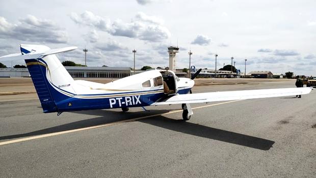 Polícia apreende avião que transportava 111 kg de ouro, em Goiânia