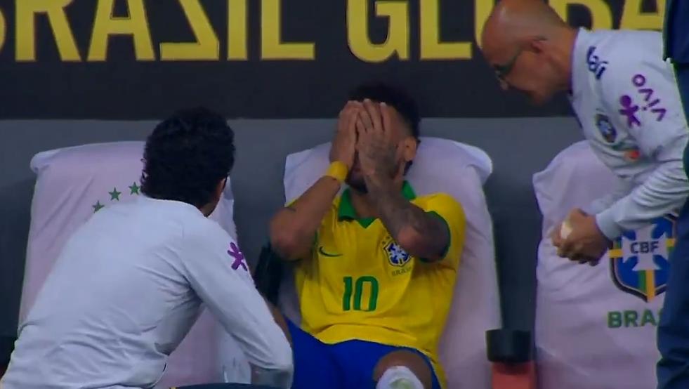 Neymar lesiona tornozelo e está fora da Copa América