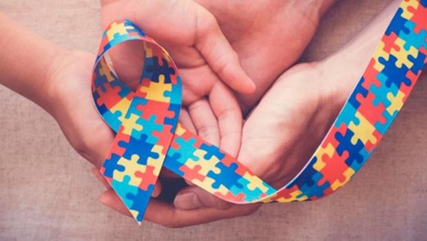 PL em tramitação na Câmara dos Deputados obriga plano de saúde a oferecer tratamento multidisciplinar para pessoas com autismo