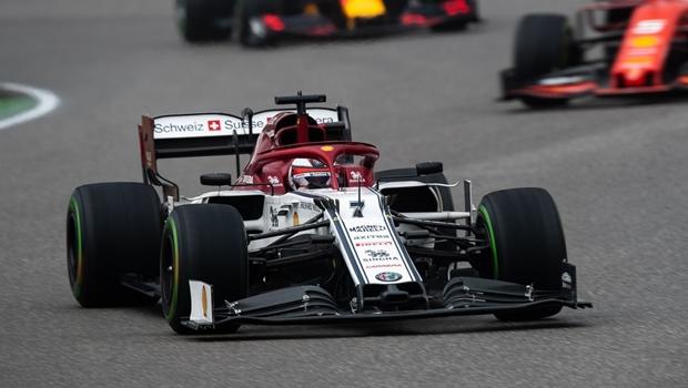 Dupla da Alfa Romeo é punida e Hamilton sobe para 9º