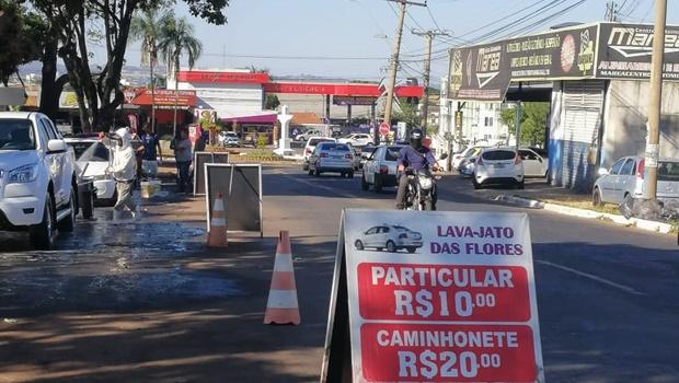 """""""Estacionamento do Cemitério Parque virou um verdadeiro lava-jato"""", afirma vereador"""