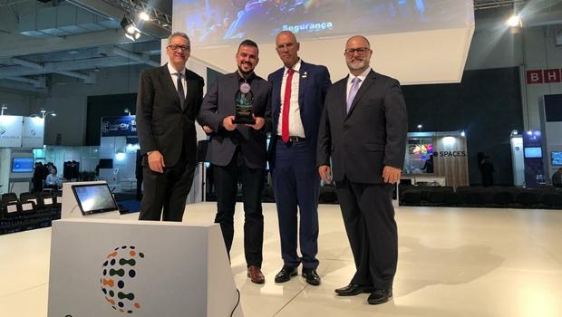 Projeto MiniLab Cidadão de Aparecida recebe prêmio internacional de inovação