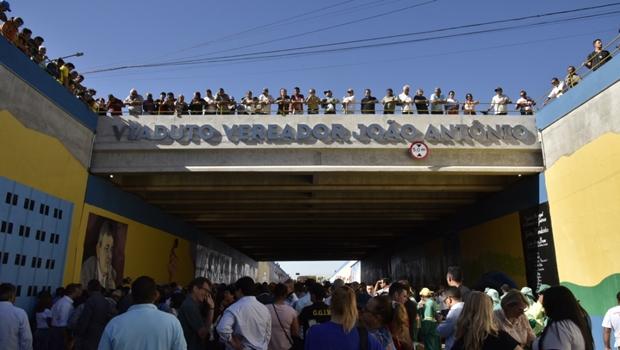 """""""Vai facilitar a vida das pessoas"""", diz prefeito em inauguração do Viaduto na Av. São Paulo"""