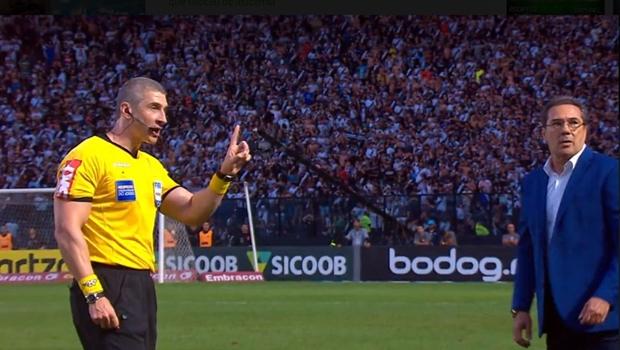 """""""Veado não pode"""", diz árbitro ao parar partida – o que é uma ótima notícia"""