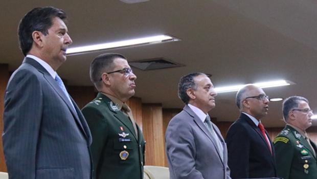 Cotado como possível candidato à Prefeitura, Maguito participa de sessão especial na Câmara