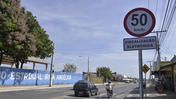 Plano de mobilidade de Aparecida visa a proteger condutores por zonas de velocidade reduzidas