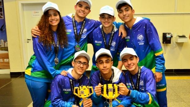 Câmara Municipal de Goiânia presta homenagem a estudantes campeões internacionais de robótica