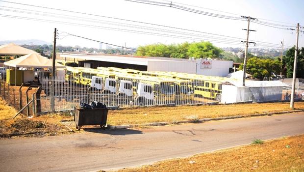 Armazenados em pátio, ônibus escolares devem ser enviados às prefeituras em outubro