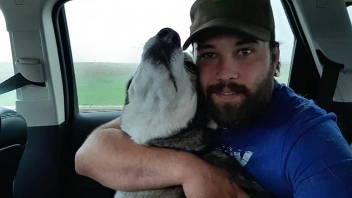 O cachorro Jack sumiu por 4 anos e o dono o encontrou a quase mil quilômetros de sua cidade