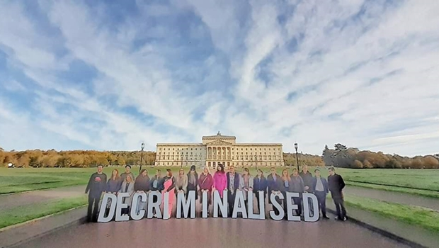 Irlanda do Norte legaliza aborto e casamento entre pessoas do mesmo sexo