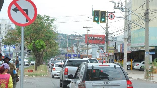 SMT começa a proibir conversões à esquerda em Goiânia