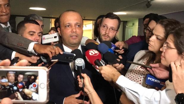 """""""Não sabemos ainda qual vai ser o final desta disputa partidária"""", diz Major Vitor Hugo"""