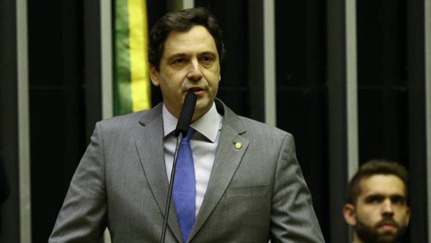 Luiz Philippe Orleans e Bragança rebate informação de que seria gay e diz que foi vítima de falso dossiê
