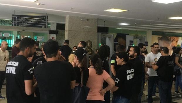 Policiais civis acompanham audiência de colega que matou torcedor do Goiás