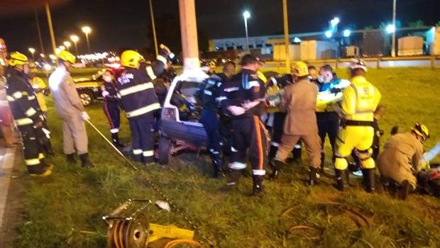 Acidente grave na BR-040, em Luziânia, deixa dois mortos e três feridos